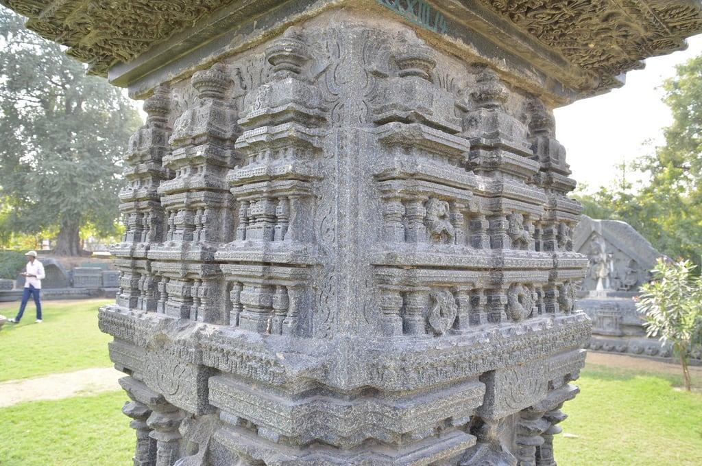 Billede af Warangal Fort. ruins fort stonecarving historic warangal kakatiya
