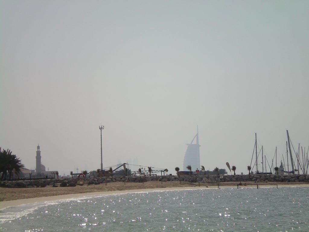 Jumeirah Beach Dubai 海滩与 903 米的长度 的形象.