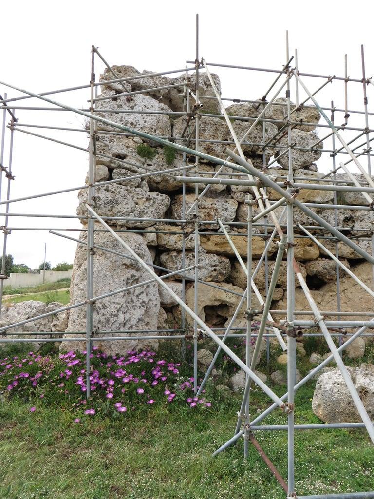 Immagine di Ggantija Temples. ruins mediterranean malta neolithic gozo ggantija xaghra neolithictemple ggantijatemple