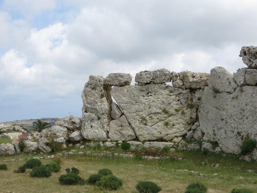 Immagine di Ġgantija Temples. ruins mediterranean malta neolithic gozo ggantija xaghra neolithictemple ggantijatemple
