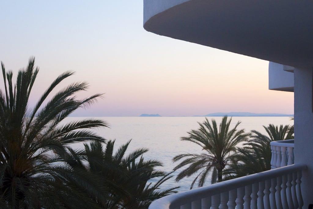 Imagine de Playa de la Fontanilla lângă Marbella. beach costadelsol marbella