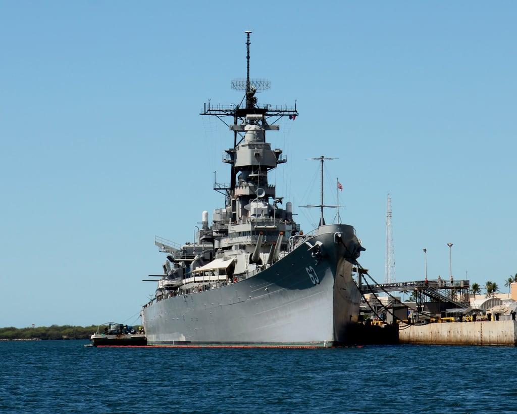 Image de USS Arizona près de 'Aiea. arizona ford island hawaii harbor us memorial war ship oahu navy machine battle missouri hi pearl honolulu uss hnl bb63 konomark