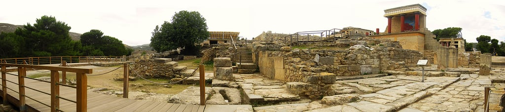 Bild von Knossos Palace (Entrance). panorama history archaeology bronze site europe outdoor north entrance palace bull greece age crete restored civilization bastion archaeological mythology fresco myth heraklion knossos minoan colonnade rebuilt reconstructed minos mycenaean