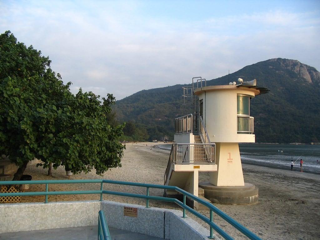 Bilde av Pui O Beach 貝澳泳灘 Pui O Beach. family mountain beach bay hiking wikicommons