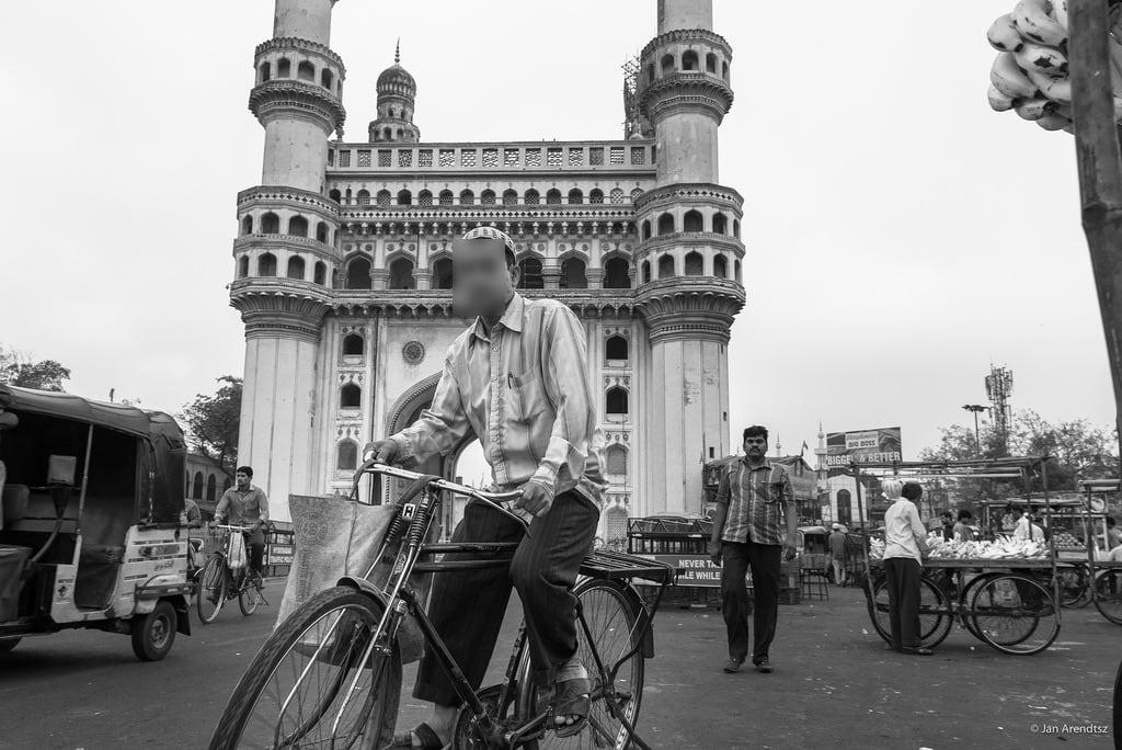 Изображение Charminar. travel india bike bicycle asia islam religion streetphotography mosque ap historical hyderabad oldcity charminar southasia in andhrapradesh architecturephotography telangana urbanphotgraphy