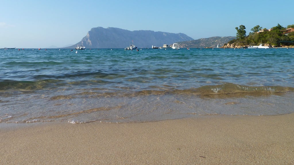 Spiaggia delle Farfalle 的形象. island see sardinia tavolara