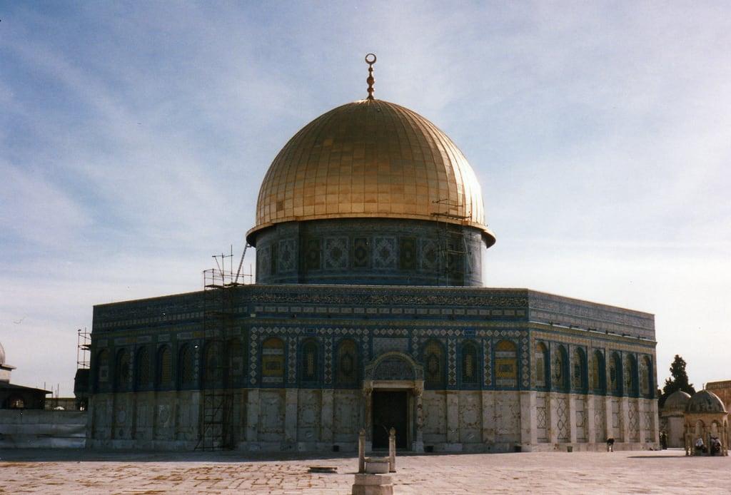 Изображение Купол Скалы вблизи Old City. qubbatalṣakhrah middleeast davehighbury domeoftherock jerusalem davidholt davidholtlondon palestine 1994 فلسطين mosque islam muslim قبةالصخرة