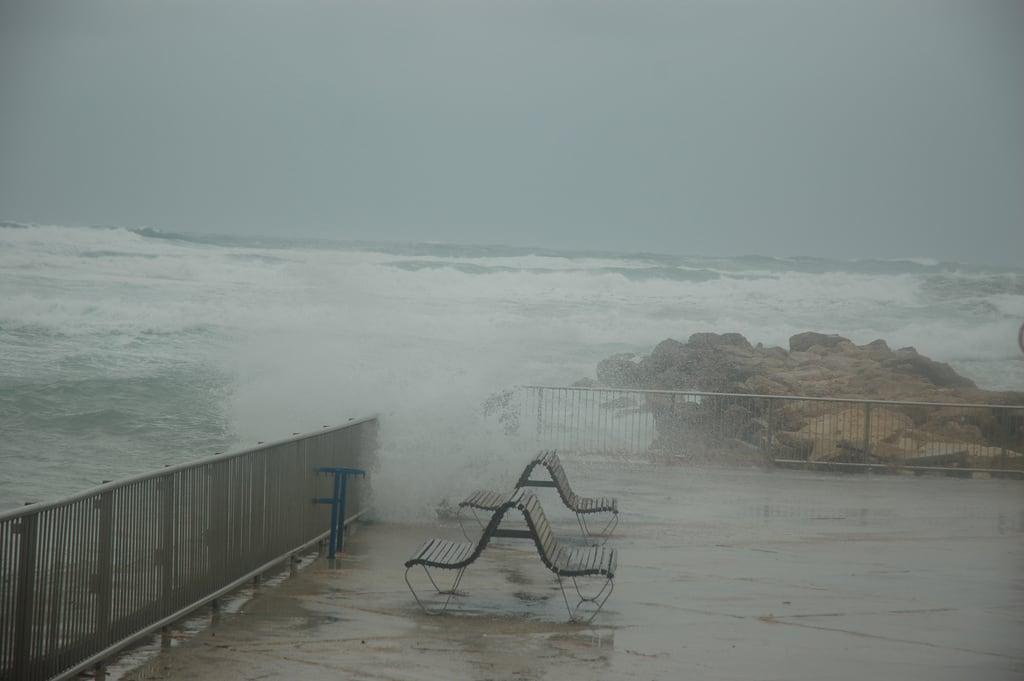 Dado Beach (חוף דדו) Dado Beach közelében Haifa képe. storm israel day haifa ישראל חיפה סערה david55king