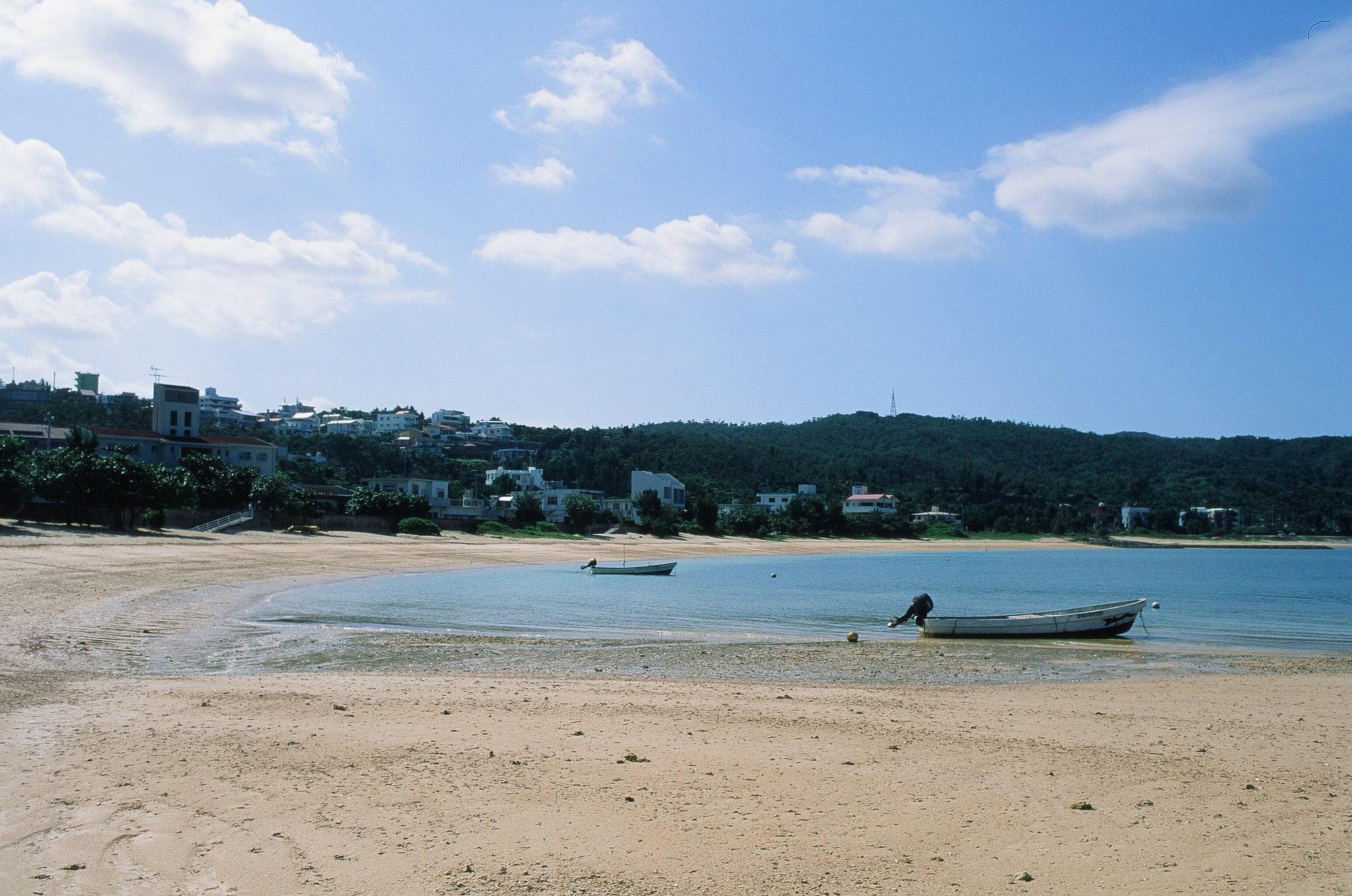 Hình ảnh của Renaissance Beach (ルネッサンスビーチ) Renaissance Beach. japan 35mm nikon fuji velvia okinawa nikkor fm2 iso50 rvp50