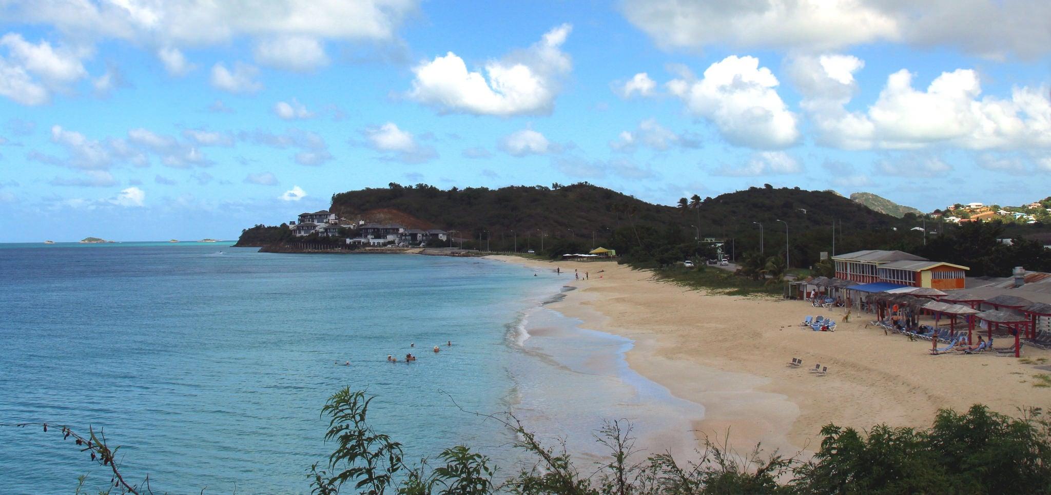 Dark Wood Beach の画像. ocean blue sky cloud beach water view sunny front cumulus caribbean konomark