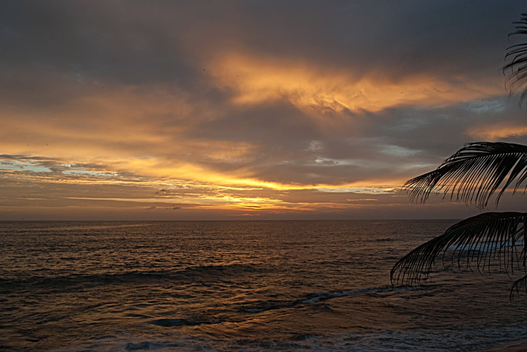 Imagine de Hikkaduwa. sunset beach srilanka ceylon beachsunset hikkaduwa hikkaduwabeach hikkaduwasunset