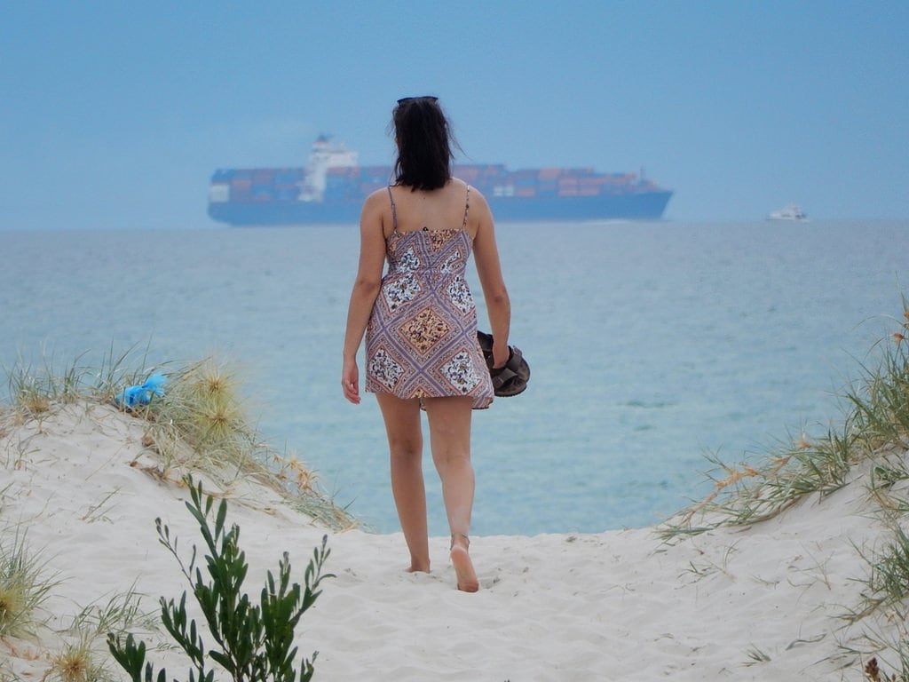 Obraz Semaphore Beach Piaszczysta plaża. semaphore sanddunes beach entrance woman ship containers stacked