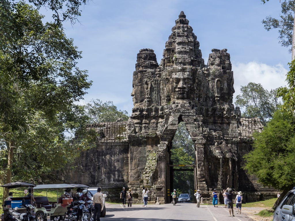 صورة Angkor Thom. angkorthom bayon siemreap camboya cambodia puerta gate people gente turista tourist piedra stone cara face ancient temple templo gh3 panasonic lumix asia sea sudesteasiático southeastasia microcuatrotercios microfourthirds edgardoolivera
