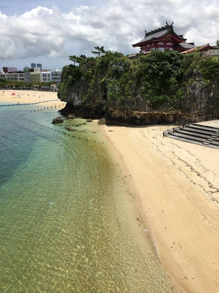 Hình ảnh của Naminoue Beach (波の上ビーチ) Sandy beach.