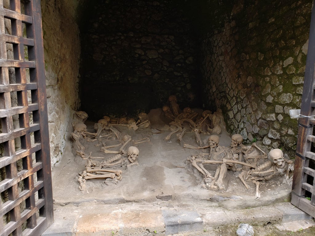 Herculaneum 的形象. skeletons lava naples erolano campania italy volcanic rome ancient herculaneum