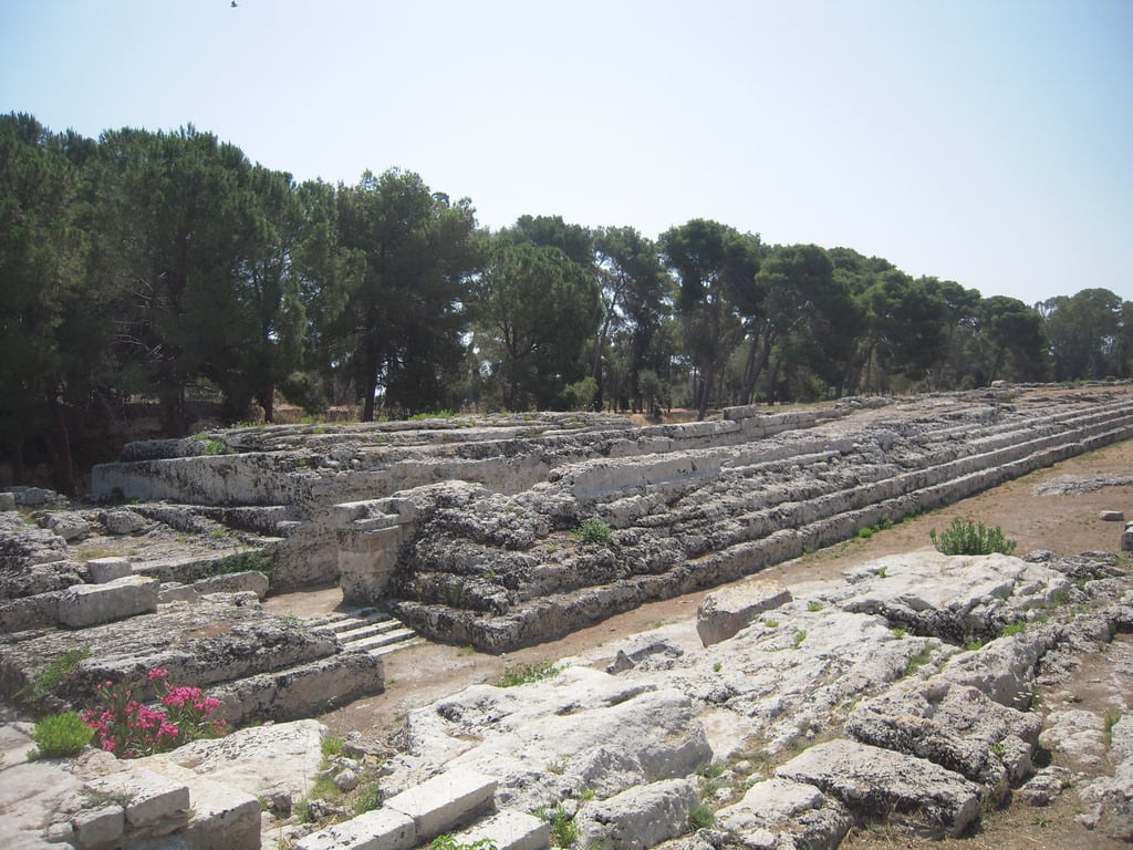 Immagine di Ara di Ierone. syracuse italie siracusa autel île sicile neapolis parcarchéologique