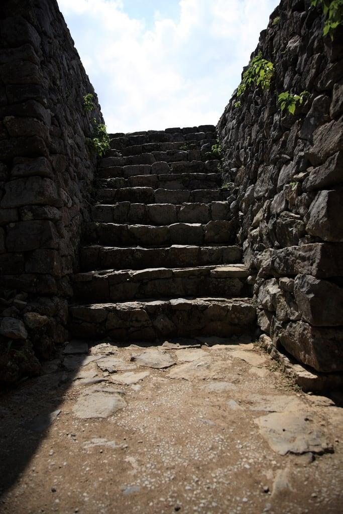 Nakijin Castle 的形象. castle heritage japan stone stairs geotagged blog 日本 okinawa nakijin worldheritage 階段 世界遺産 石段 沖縄県 mrhayata 今帰仁村 今帰仁城跡 geo:lon=127929343 geo:lat=26691292