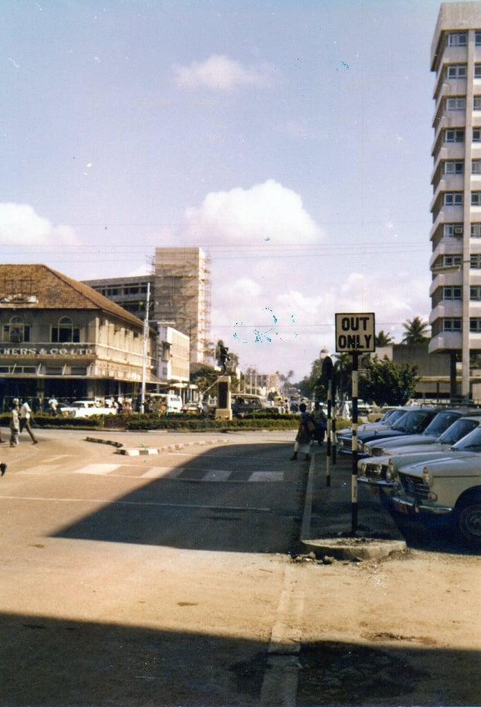 Зображення Askari Monument поблизу Дар-ес-Салам. tanzania daressalaam askarimonument