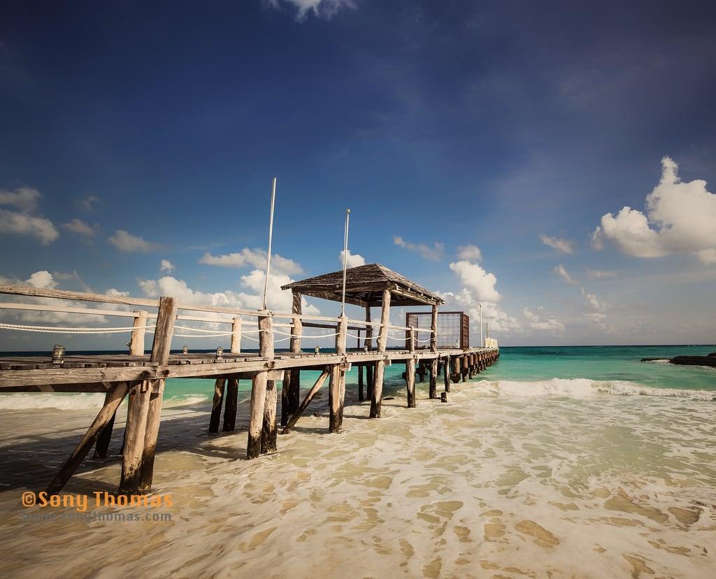 תמונה של Playa Caracol. tamron1530mm tamron landscape nature water vacation waves bluesky turquoisewater ocean turquoise cancun sky scenery nikon nikond750 pier froath cancún quintanaroo mexico mx
