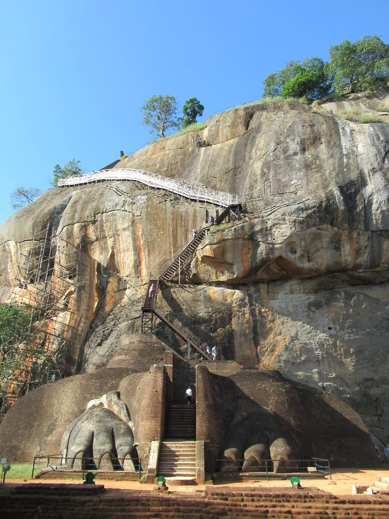 Εικόνα από Lion's Paw. sigiriya lionrock srilanka
