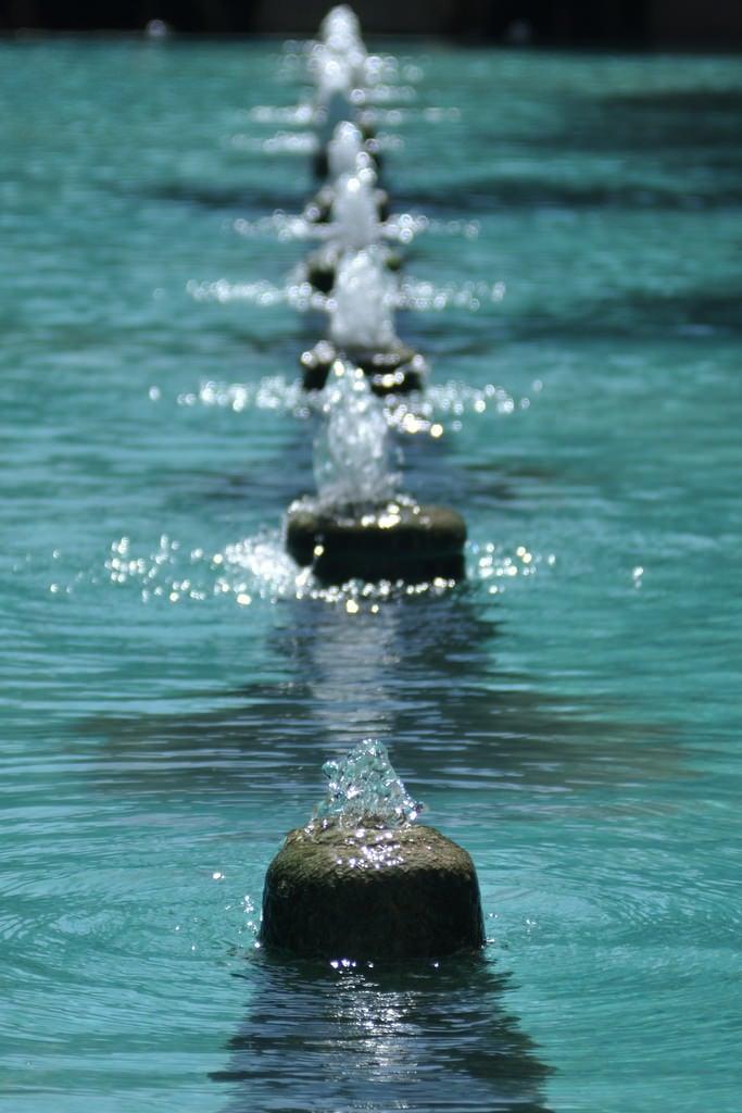 Image of Fin Garden. iran perse persia kashan jardin garden fontaine fountain bleu blue water eau fin