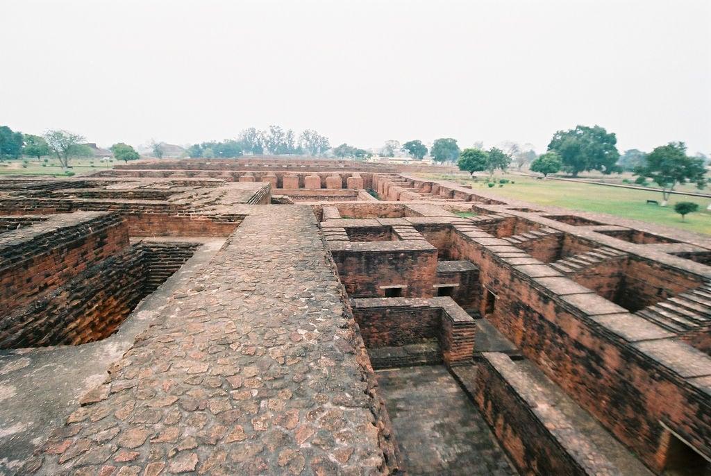 Hình ảnh của Nalanda University ruins gần Silao. travel india geotagged buddhism bihar インド nalanda 仏教 佛教 wikimediacommons geo:lat=25135634692330804 geo:lon=8544341504573822
