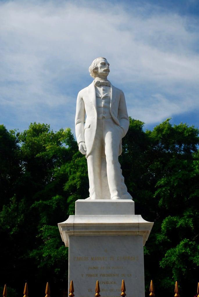 Image of Carlos Manuel de Cespedes. havana cuba habana carlosmanueldecespedes statue plazadearmas