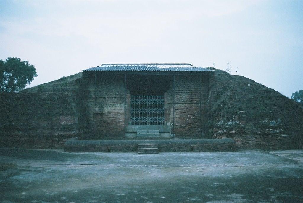 Hình ảnh của Nalanda University ruins gần Silao. travel india geotagged buddhism bihar インド nalanda 仏教 佛教 geo:lat=25136338873139216 geo:lon=8544558227062225