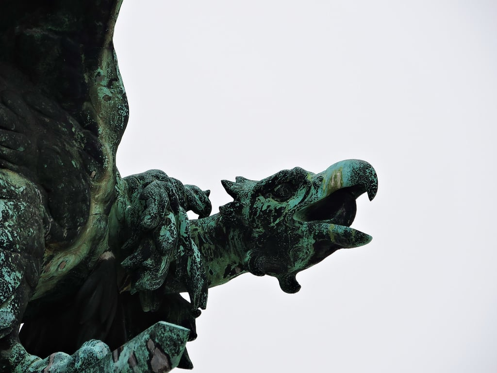 Image of Turul. budapest ブダペスト βουδαπέστη sculpture statue