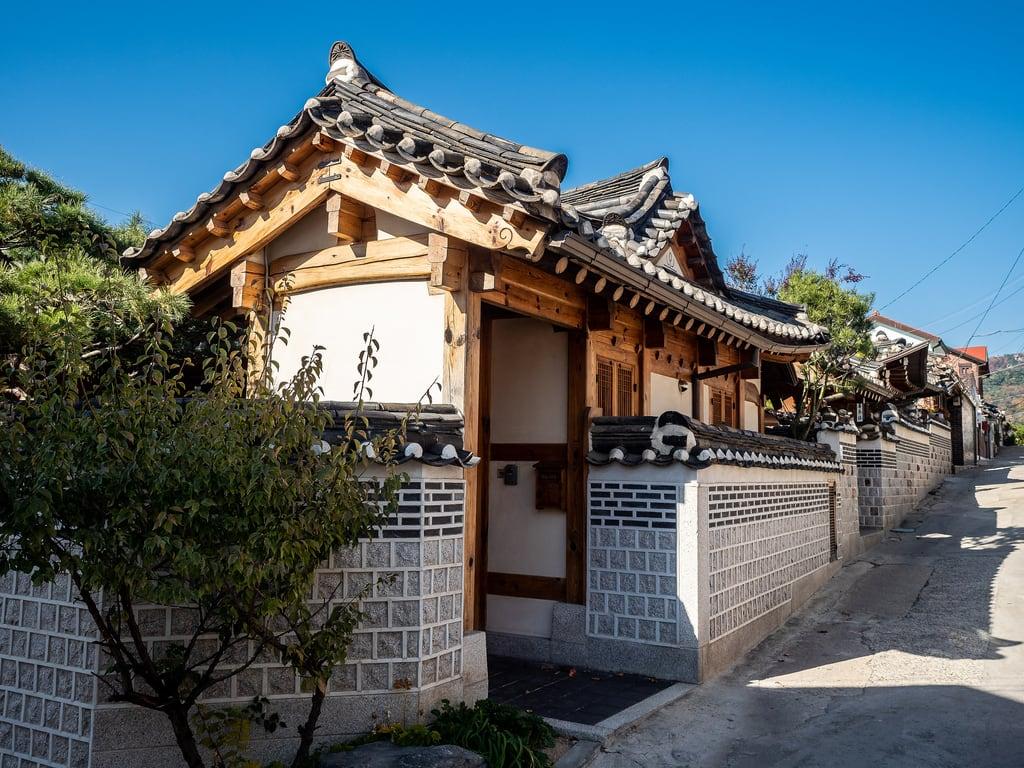 Εικόνα από Bukchon Hanok Village. asia korea seoul southkorea abroad architecture building fareast holiday holiday2018asia house outdoors traditional vacation
