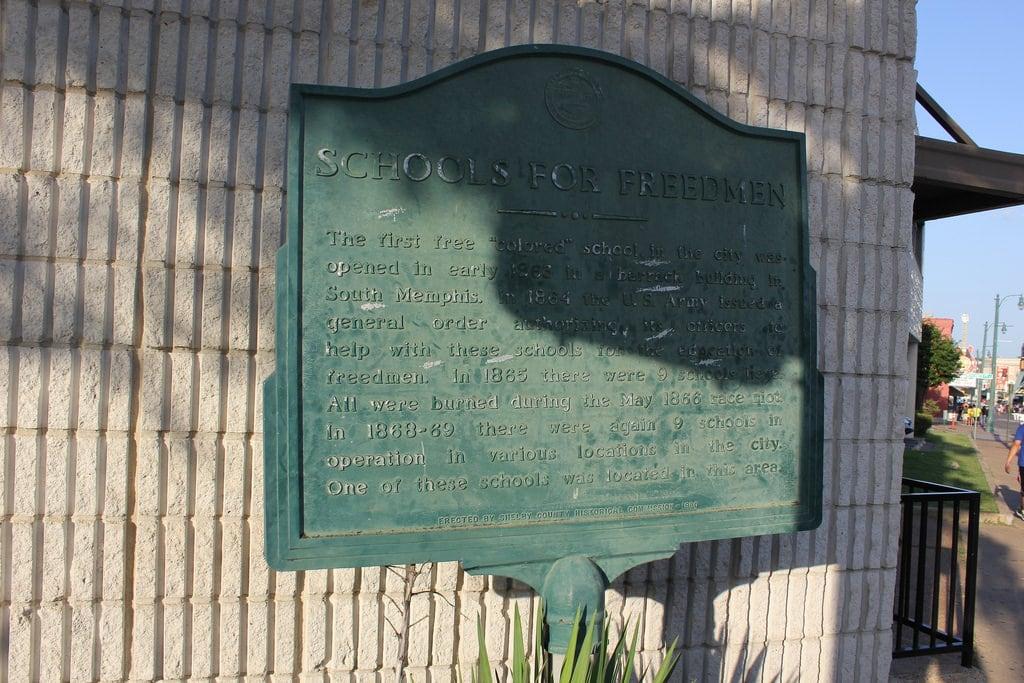 Bilde av Schools For Freedmen Historical Marker. downtown memphis tennessee
