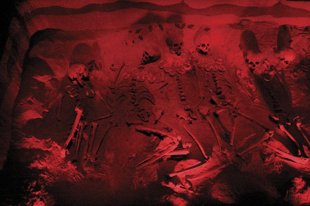 Imagine de Teotihuacán. burial teotihuacan skeletons