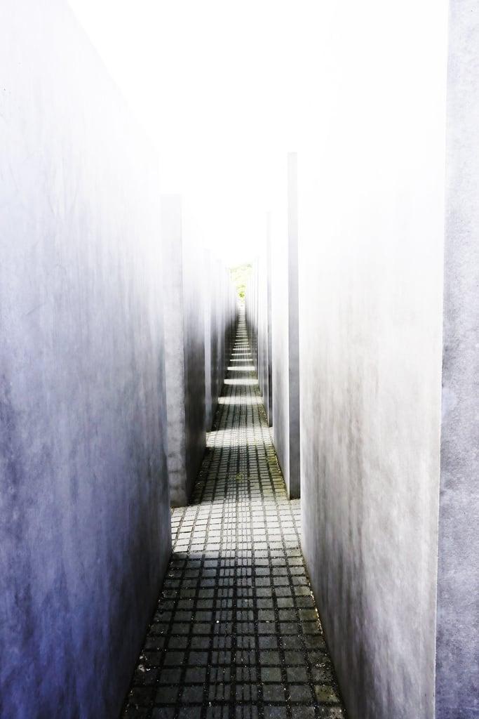 Bild von Denkmal für die ermordeten Juden Europas. memorialtothemurderedjewsofeurope holocaustmemorial petereisenman burohappold berlin kasio69 boriskasimov