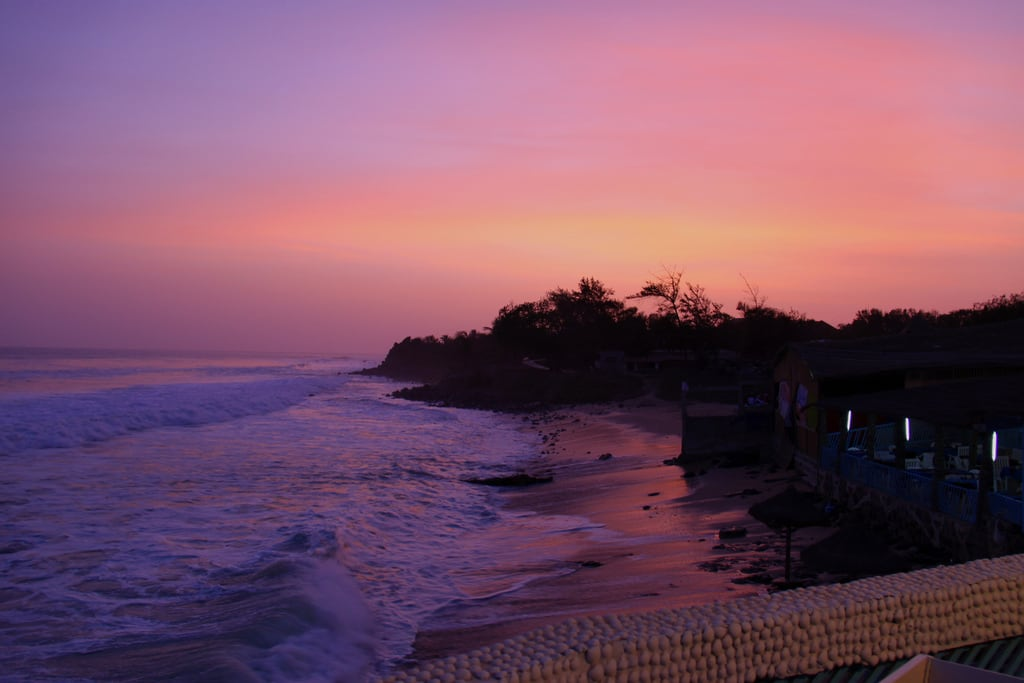 صورة Plage Almadie Diendiene شاطئ بطول 128 متر. sunset beach waves surfer surfing senegal dakar