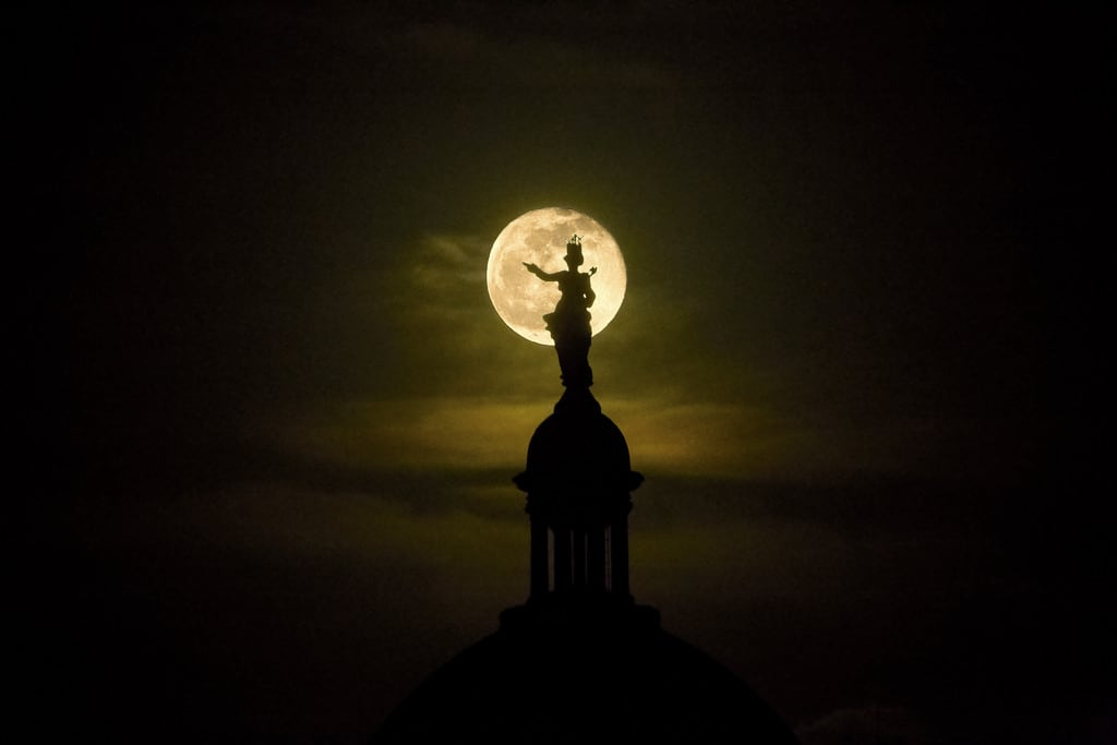 Prato della Valle képe. fullmoon moon nightshots nightphotography padova pratodellavalle