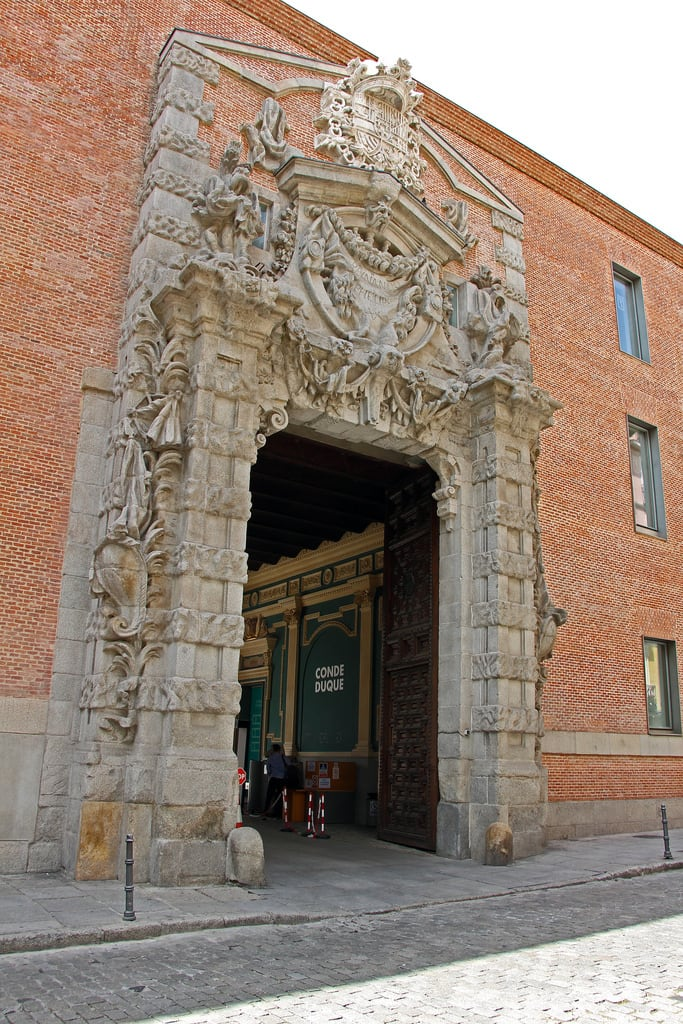 Bild av Centro Cultural Conde Duque. madrid madryt castille castile kastilie kastilien castilla castiglia castilië kastylia castela espagne spain španělsko spanien españa spagna spanje spania hiszpania espanha may2017 architecture condeduque baroque barracks caserne pedroderibera deribera culturalcenter centreculturel