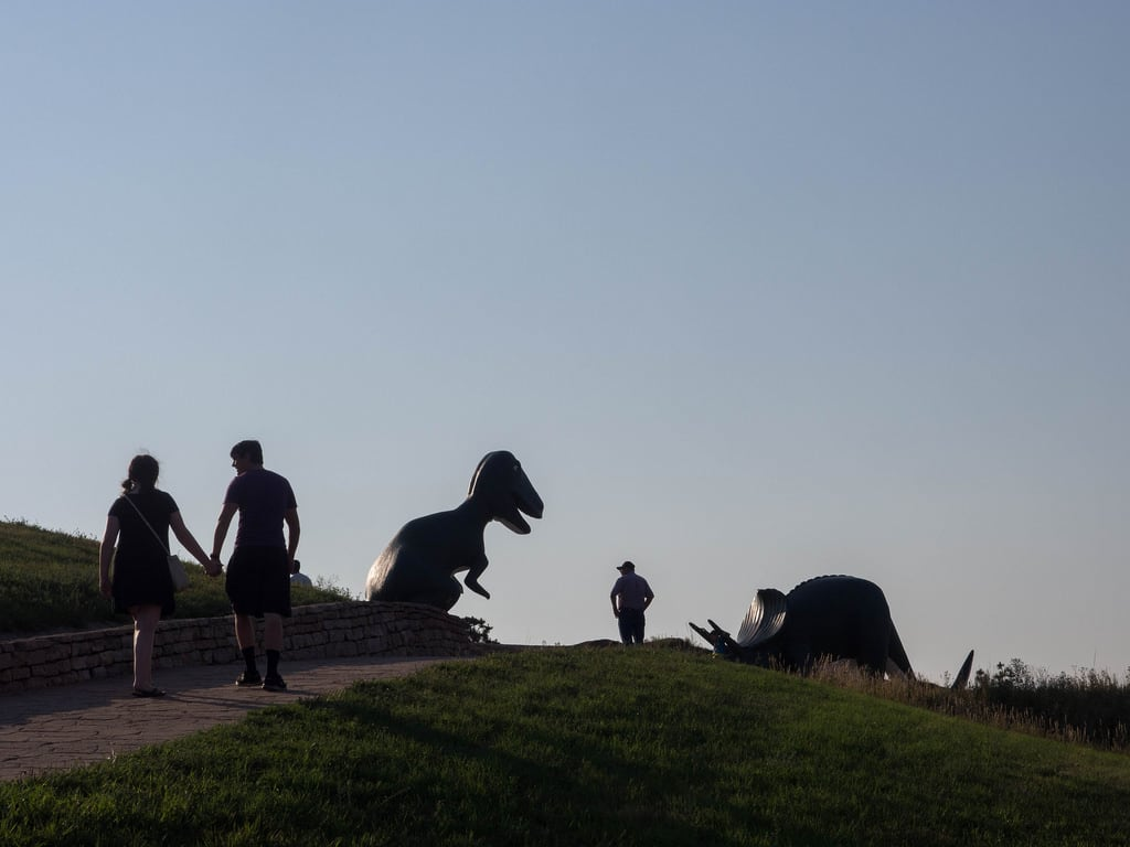 Изображение Dinosaur Park. silhouette dinosaur rapidcity tyrannosaurusrex dinosaurpark statue triceratops southdakota unitedstates us