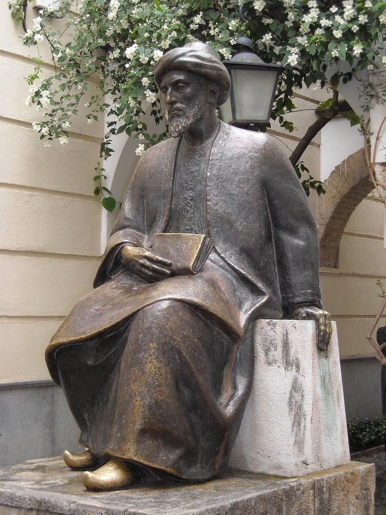 صورة Monumento a Maimónides. españa spain andalucia cordoba statua cordova spagna judería maimonides
