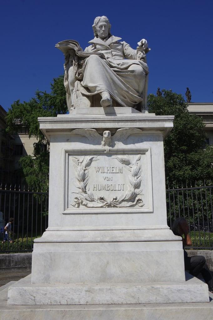 Bild von Wilhelm von Humboldt. berlin germany founderofberlinuniversity founder berlinuniversity statue wilhelmvonhumboldt vonhumboldt humboldt