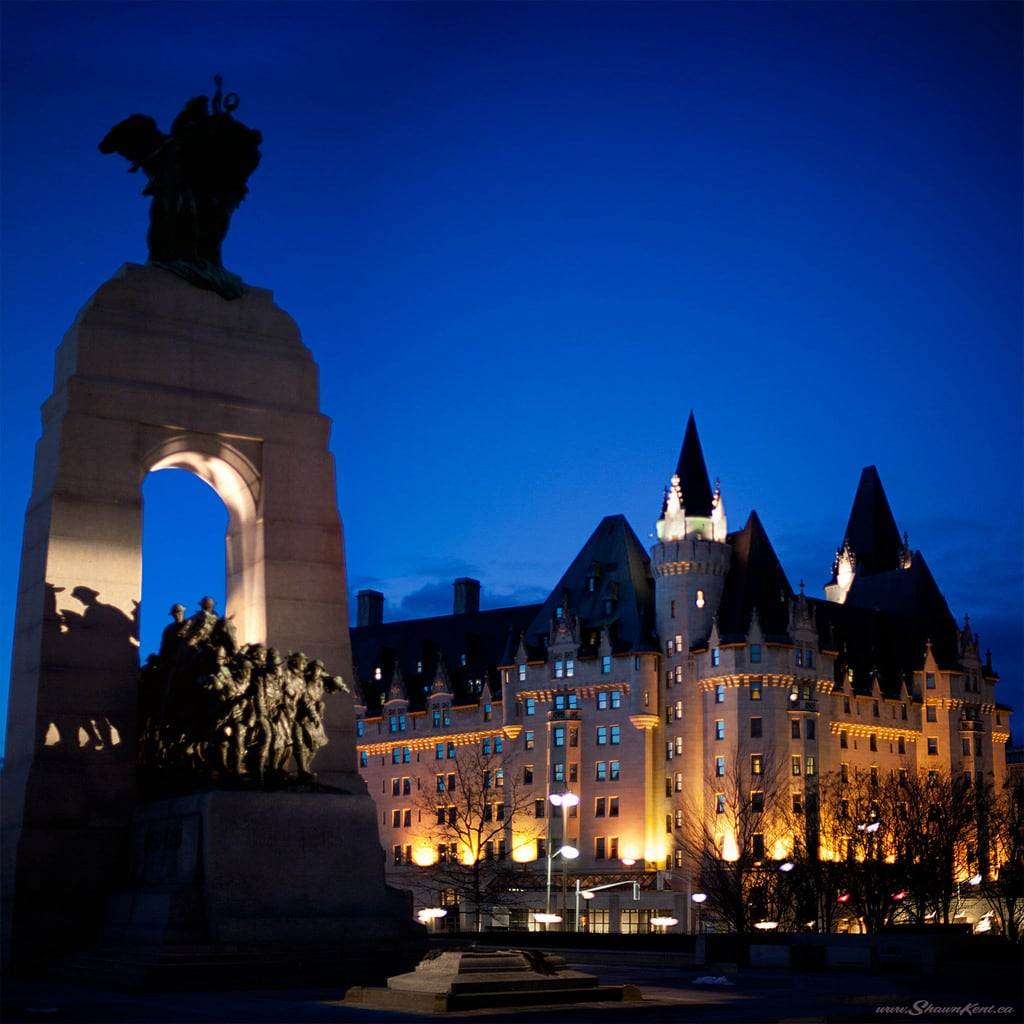 Gambar dari National War Memorial. hero historic landmark sculpture ottawa ontario canada ca