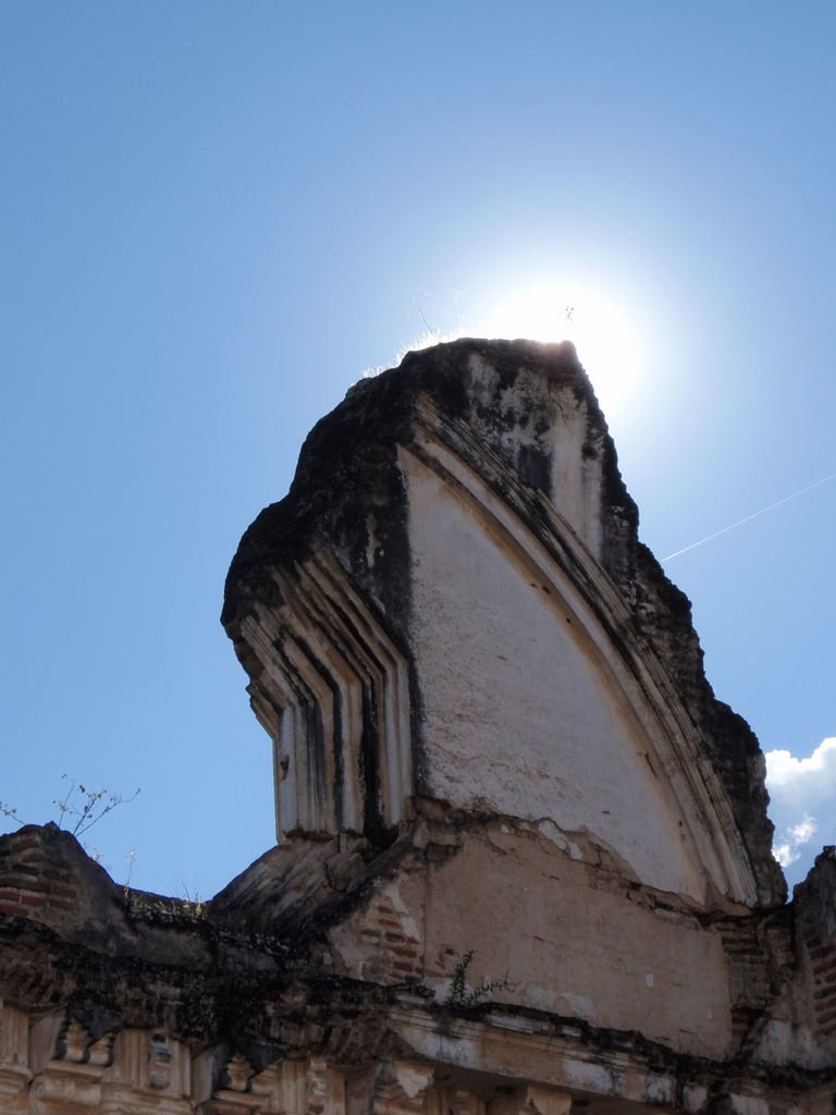Kuva La Recolección. church architecture ruins cathedral guatemala antigua backlit archeology convent centralamerica larecoleccion