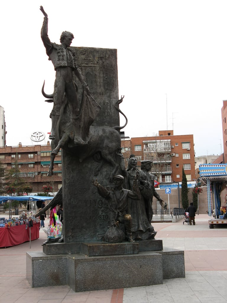 "José Cubero ""Yiyo"" की छवि. madrid españa canon spain monumento escultura estatua 2010 ventas momumento torero plazadetoros yiyo comunidaddemadrid plazadelasventas ccby canonpowershota700 josécubero 07022010 febrerode2010"