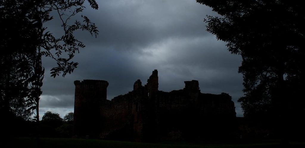 Изображение Bothwell Castle. slr castle monument silhouette canon scotland historicscotland moray guardianship 30d 13thcentury lanarkshire bothwell canon30d bothwellcastle morays blackdouglas tomparnell itmpa walterofmoray archhist