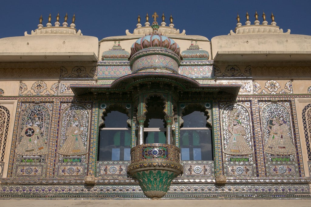 Изображение City Palace. asia asie inde india rajasthan udaipur architecture citypalace palace palais window fenêtre balcon balcony