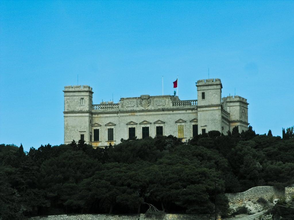 Immagine di Verdala Palace. gardens malta palace tours buskett verdala