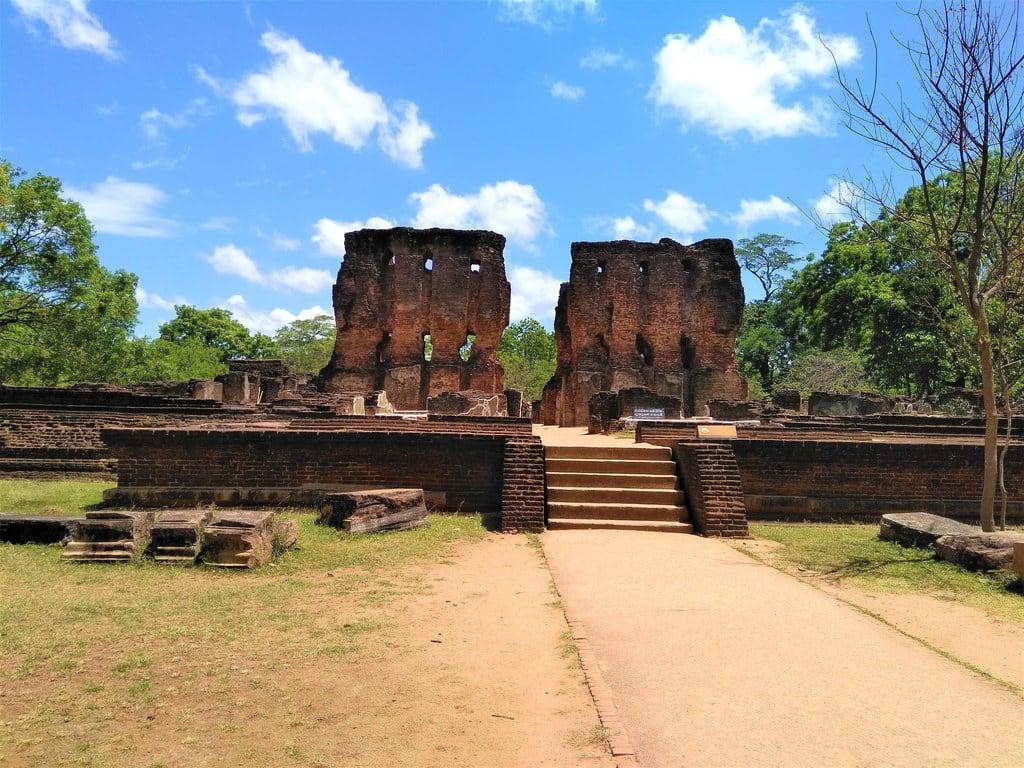 Εικόνα από Royal Palace of King Parakramabahu. unesco world heritage polonnaruwa srilanka ccby ancient monument travel wikicommons wikipedia nahidsultan
