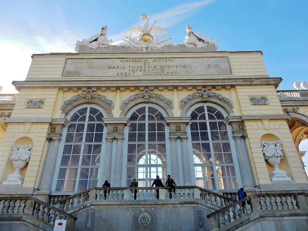 Obraz Gloriette. vienna schonbrunnpalace thegloriette grand windows statues stetely urns
