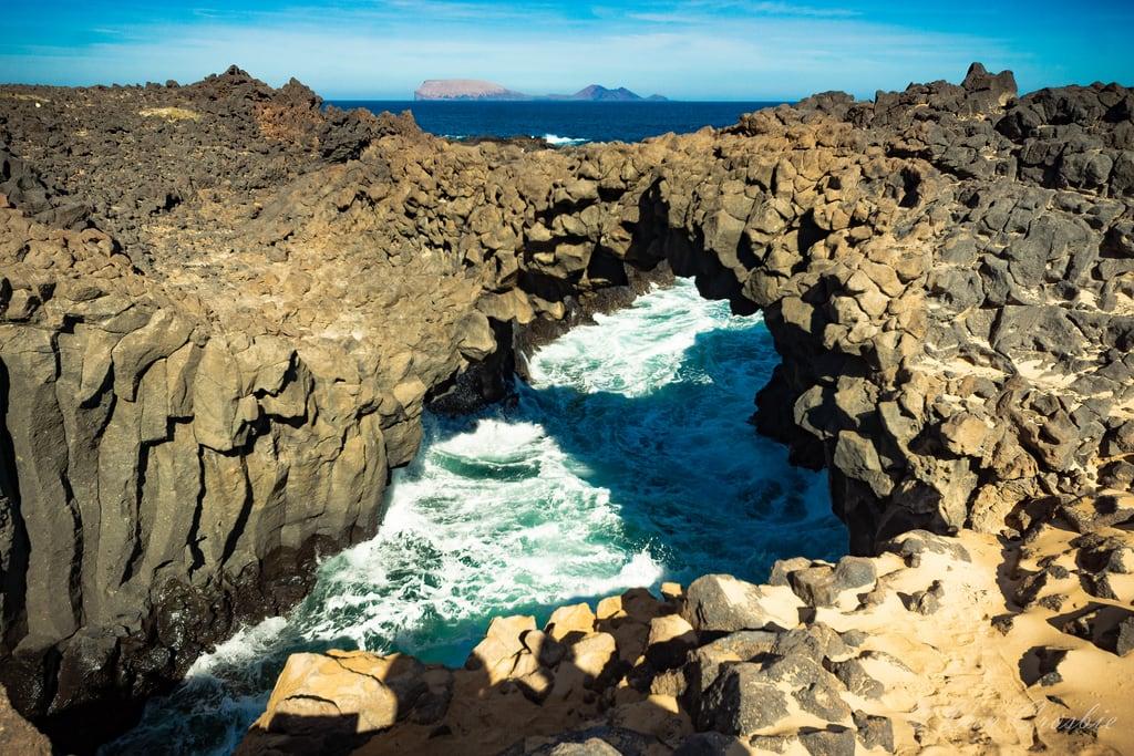 תמונה של Playa de La Lambra. 2019 canaryislands graciosa spain arch lava laspalmas es