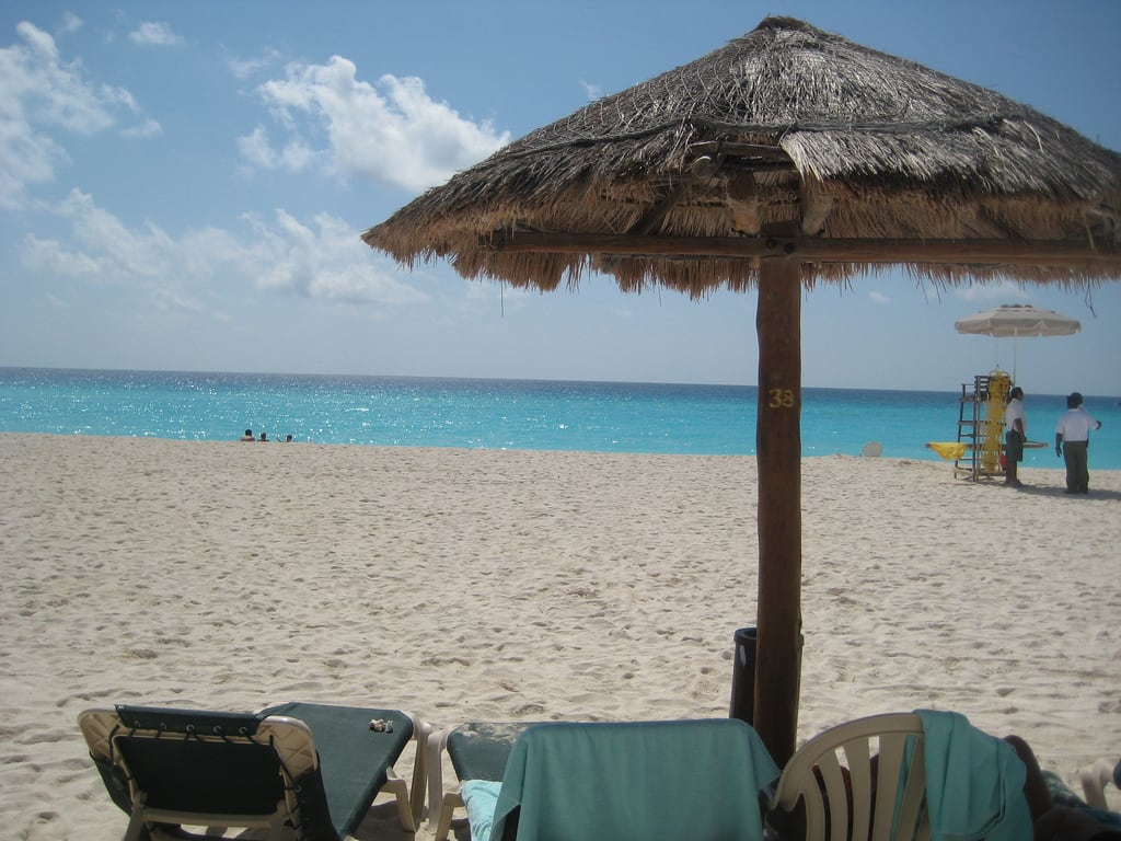 תמונה של Playa Delfines. ocean summer vacation white holiday beach mexico hotel sand photos royal sunny islander hut beaches cancun royalislander