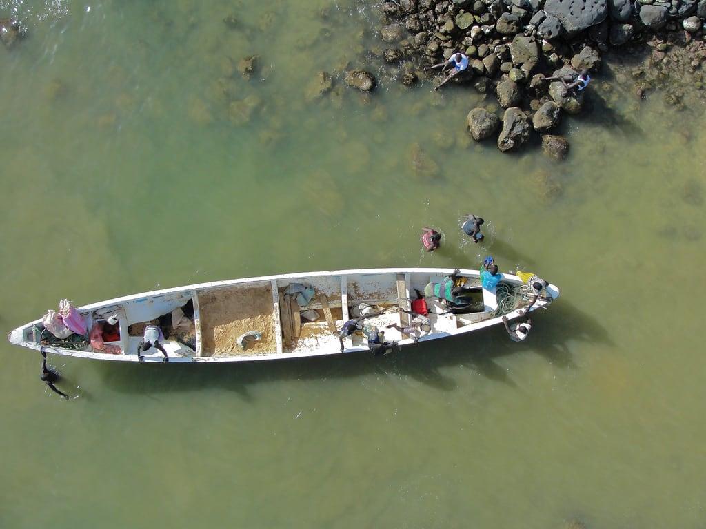 Ile de Ngor 海滩与 111 米的长度 的形象. africa beach island boat westafrica senegal dakar kap atlanticocean kiteaerialphotography afrique autokap iledengor sénégal